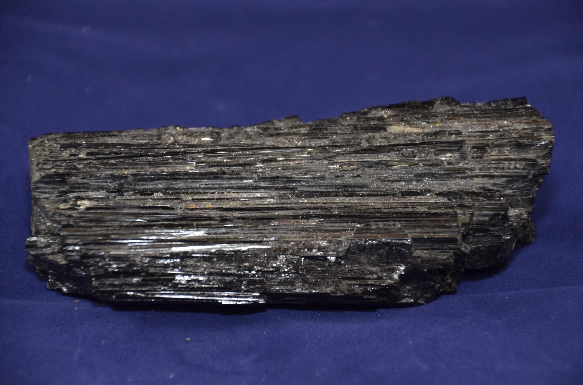 Spojení se Zemí skrz magnetické minerály