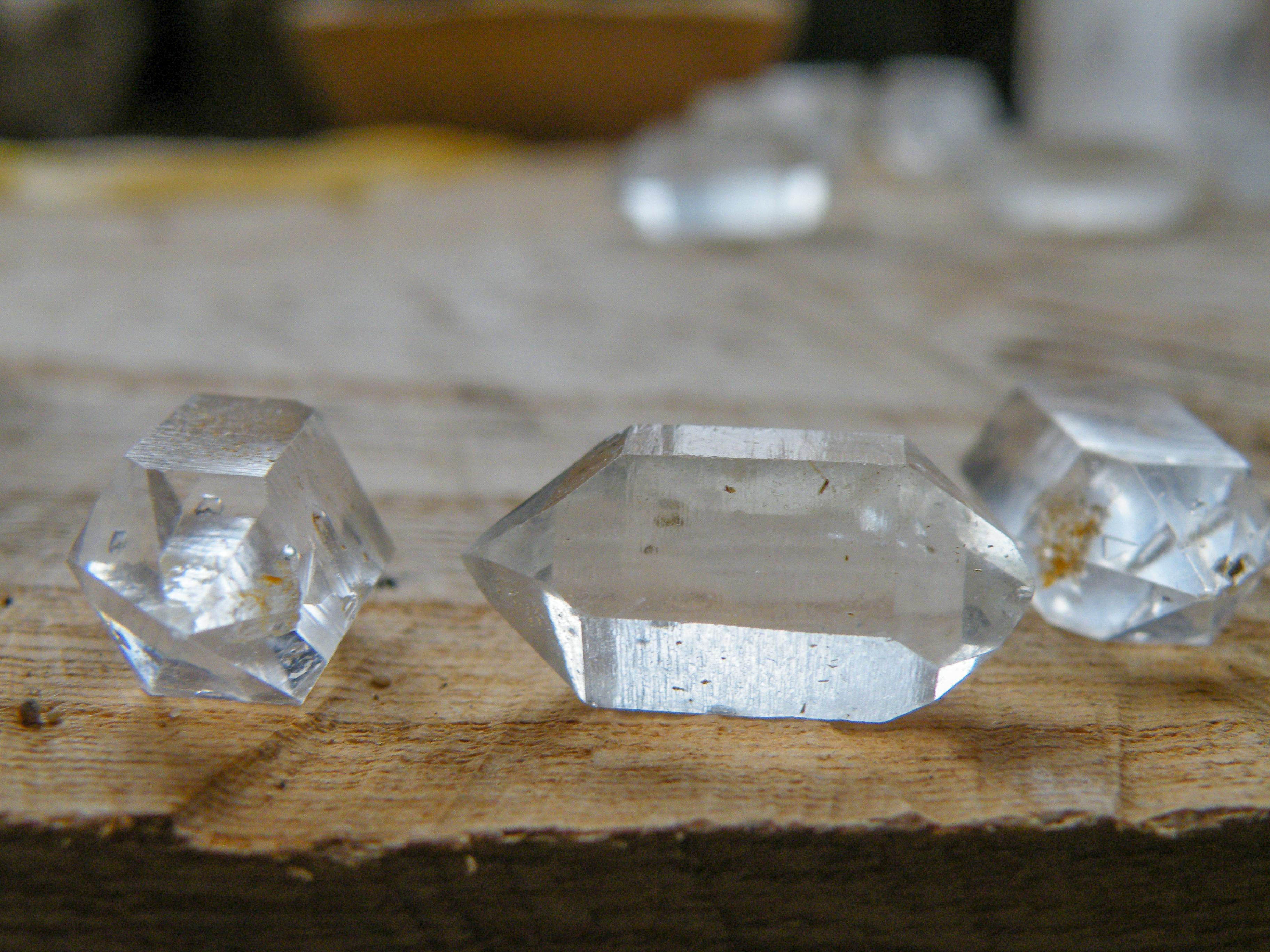 Jak zjistit účinky krystalů a nezbláznit se?
