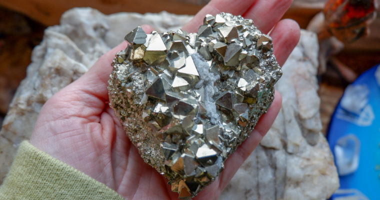 Pyrit – rytíř v zářivé zbroji