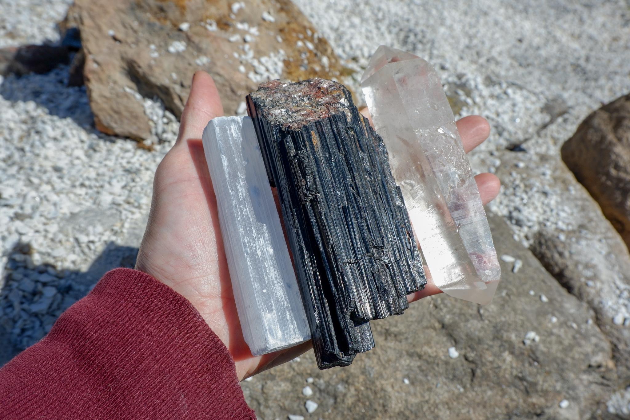 Základní krystaly – selenit, skoryl a křišťál