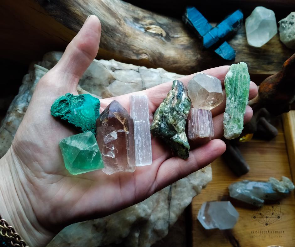 Krystaloterapie – jak pracovat s popisy minerálů z knih